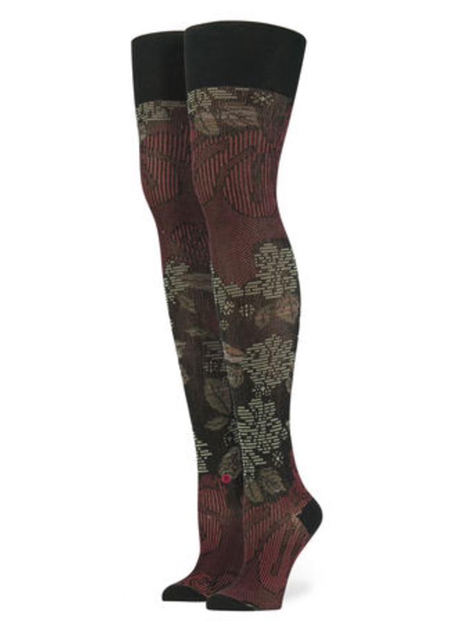rihanna-stance-socks_screen-shot-2016-10-19-at-13-50-46_bellanaija